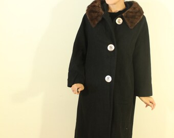 1950s Black 100% Cashmere Coat with a Fur Collar