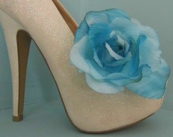 Beautiful Deeree Large Blue Grained Flower Shoe Clips