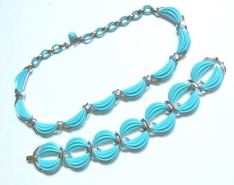 SET Lisner signed Robin's Egg BLUE thermoset NeCKLACE & BRACELET ~stunning vintage costume jewelry
