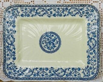 Gien Terre de Fer grand plat de présentation rectangulaire en faïence aux motifs fleuris bleus