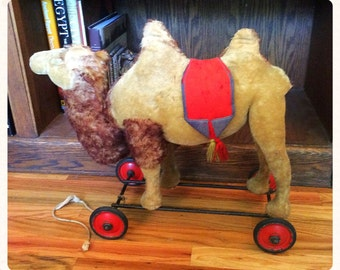 Steiff Camel on Wheels. Collectible Antique Mohair Pull-Toy.