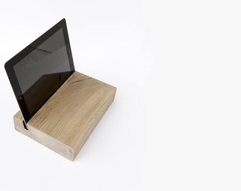 T H 2 Solid Oak Tablet Holder