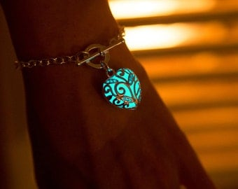 Aqua Glowing Heart Bracelet - Charm Bracelet - Bridesmaid - Glowing Jewelry - Turquoise - Glowing Friendship Bracelet - Glow in the Dark