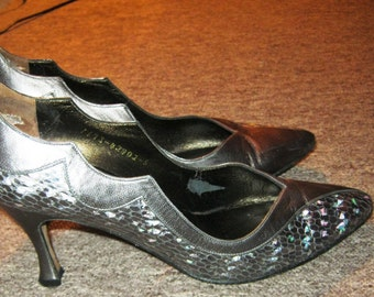 ON SALE - 1990's 'Gina' Gunmetal and Iridescent Faux Snakeskin Leather Court Shoes size 38 / 5