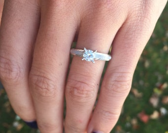 Ladies 14kt White Gold Estate Diamond Ring