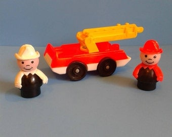 "Vintage Fisher Price Little People "" #928 Fire Engine & Fireman  "" 1980's"