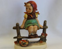 Goebel Hummel JUST RESTING 1964-1972 Porcelain Figurine