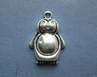 5 Penguin Charms - Penguin Pendants - Penguins - Penguin - Animal Charm - Antique Silver - 16mm x 22mm -- (J1-11092)