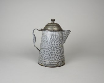 Antique Beautiful Graniteware Tea/Coffee Pot from the 1930's