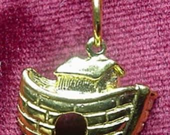 Noah's Ark  Gold Necklace