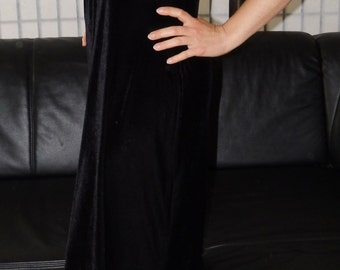 schwarzes Samtkleid mit Perlenbesetzung vorne - sexy black velvet dress