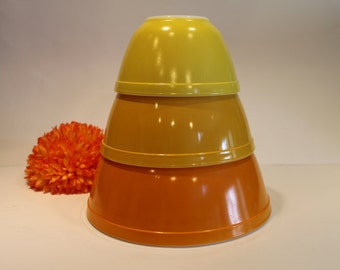 Set of 3 Yellow Gold Apricot Pyrex Nesting Bowls 401 402 403