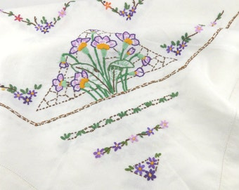 Medium Vintage Embroidered Floral Tablecloth - Flower Hand Embroidery - Tea Cloth Tea Party - Housewarming Gift - Afternoon Tea