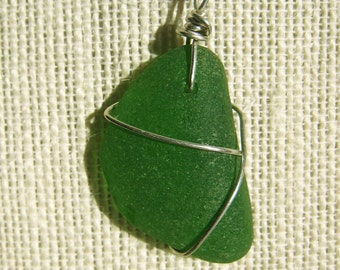 Kelly Green Sea Glass Necklace/Pendant/Chic/Sterling Wire/Jewelry/Urban Boho/Maine/Sea Swag
