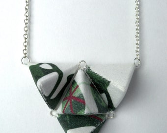 Four Small Triangles Necklace - Green and White