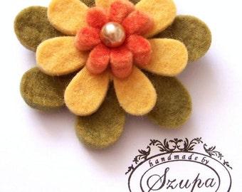 Flower felt brooch with swarovski pearls center, fancy brooch, handmade brooch, gift for her, flower jewelry, green, yellow, orange, jewelry