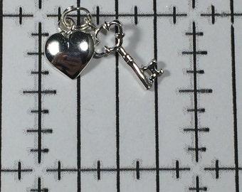 Sterling Silver 925 Vintage Bracelet Charm Heart and Key .6g 5774