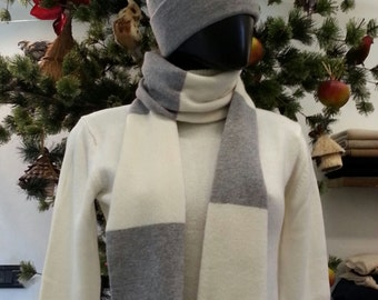 Cashmere scarf voiced
