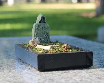 Grave TERRORium ( Cemetery Terrarium )