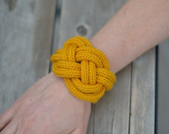Bracelet mustard colour knit
