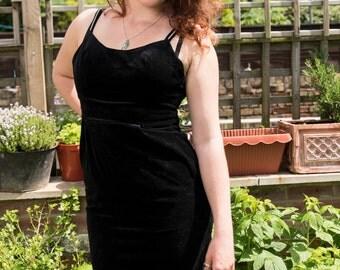 FREE UK DELIVERY Gorgeous 80s Velvet 'Little Black Dress'