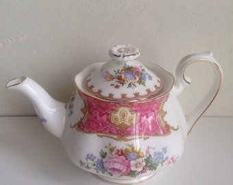 Royal Albert Lady Carlyle Teapot 1944, Tea for Two.