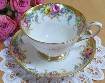 Tuscan Teacup and Saucer, Garland Pattern, White with Pink Rose Garland and Heavy Gold Gilt, Fine Bone China – c. 1947+