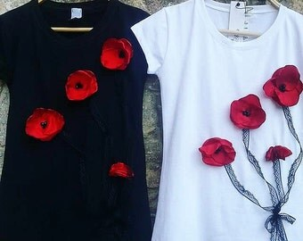 T-Shirt with 3D handmade poppy flowers