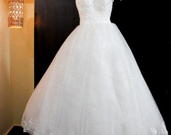 Sleevless Ivory wedding Gown
