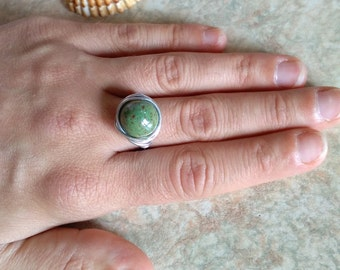 wire wrapped ring, green bead ring, wire wrap ring, wired bead ring, silver ring, statement ring, chunky ring, gift ideas ring, silver ring