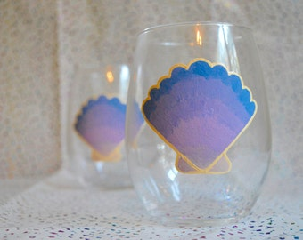 Hand Painted Wine Glass (scallop)