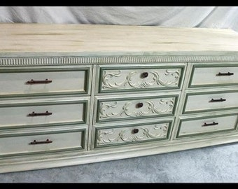 Beautiful large Dresser - 9 drawers - chalk paint™