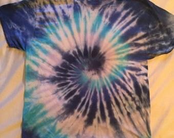 Blue swirl. Size XL.