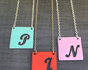 Initial necklace, initial pendant, enameled on silver chain // Script.