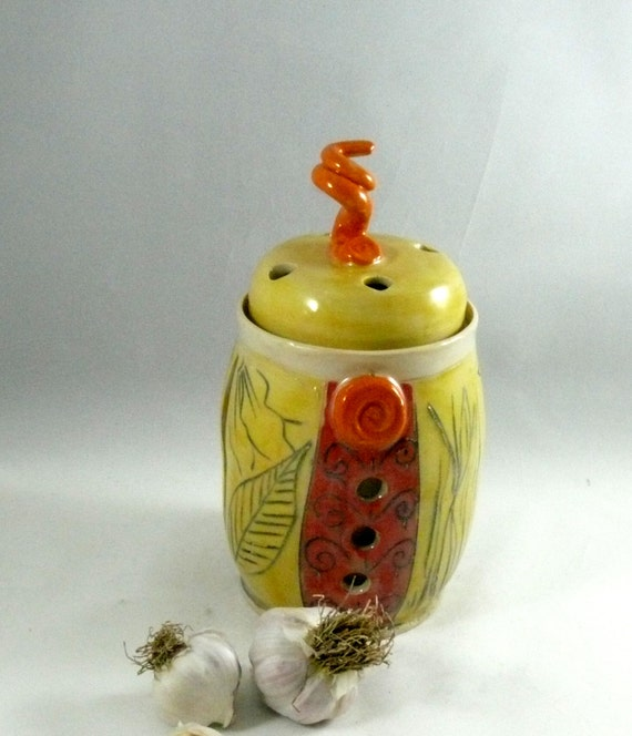 Ceramic Garlic Keeper, Handmade Garlic Storage Jar pottery and ceramics,   kitchen canister with lid - small jar with top G15