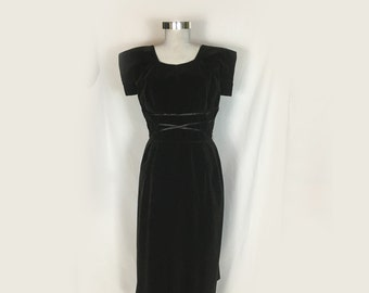 Vintage Dress, Black Velvet, 1960's, Short Sleeves, Fitted , Wiggle, Hourglass, Optional Sash Belt, Knee Length, Prom, Bridesmaid, Small