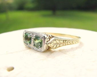 Art Deco Green Tourmaline Ring, Beautiful Color and Sparkle, Engraving and Filigree, 14K Gold and Platinum