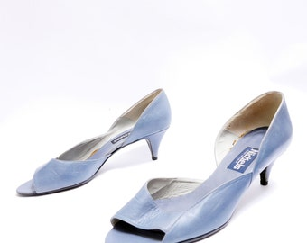 Size 8 1/2B // Vintage Blue Grey Cut Out Side // Open Toe Mid Heel // 80s Leather Pumps // 108