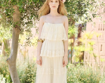 Vintage by AsA -- 70s incredible effortlessly beautiful boho layered lace wedding dress size S