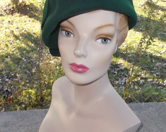 1960s Vintage Emerald Green Puffy Beret Hat by Miss Eileen Originals