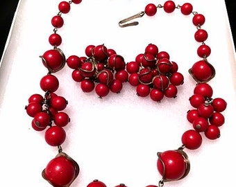Vintage 1940s 50s Red Cherries Necklace Set . 40s Cherry Necklace Clip On Earrings . Cherry Bunches . Red Plastic Cluster Dangle Earrings