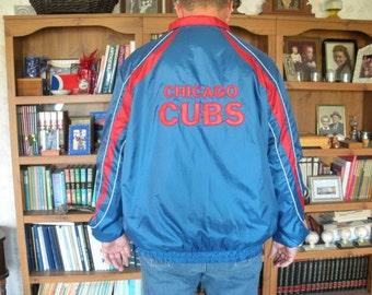 Vintage Genuine CHICAGO CUBS Major League Baseball Shiny Nylon Pullover Windbreaker Jacket Men's Size XL Satin Lettering