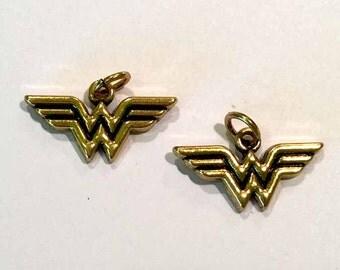 1 pair WONDER WOMAN gold charms-Superhero Charms, metal charms-Comic book charms-action hero charms-dc comics charms