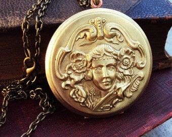 Vintage Large Locket Necklace Art Nouveau Goddess Lady Design Photo Locket Antique Brass Copper Steel Compact Perfume Locket Repousse Chain