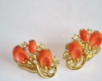 """Crown Trifari Coral """"Pebble Beach"""" Vintage Jewelry Clip Earrings"""