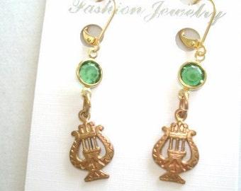 Music Emerald Green Crystal  Stone  Earrings Gold Tone