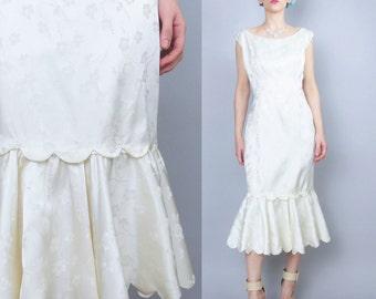 Vintage 50s 60s Mermaid Wedding Dress Scalloped Hem Dress Cream Floral Satin Wedding Gown Modern Retro Bride Sleeveless Wiggle Dress (M/L)