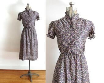 70s Dress / 1970s Leaf Print Floral Secretary Dress
