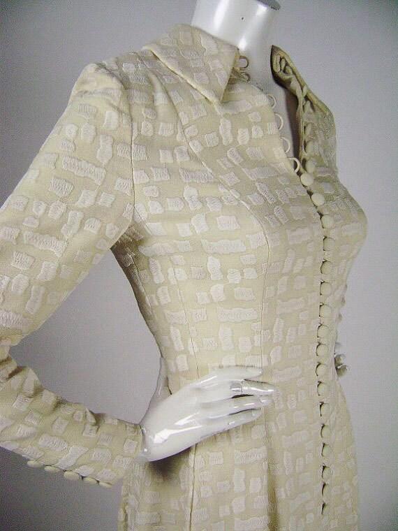 Vintage 1970s Wedding Dress, Designer: Leron, Winter White / Cream on Cream, Long Sleeve, Collar, Button Front, Flared Skirt, Size Small B34
