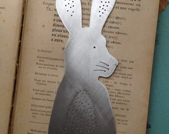 Hare bookmark with wooden sleeve(dark)